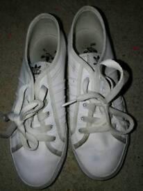 Boys Adidas nizza white trainers size 5