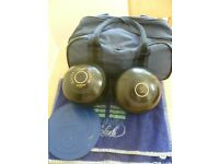 2 X TAYLOR ELITE HI HIGH DENSITY CROWN GREEN BOWLS AND CASE