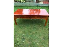 Yew wood coffee table with six drawers ( can deliver )