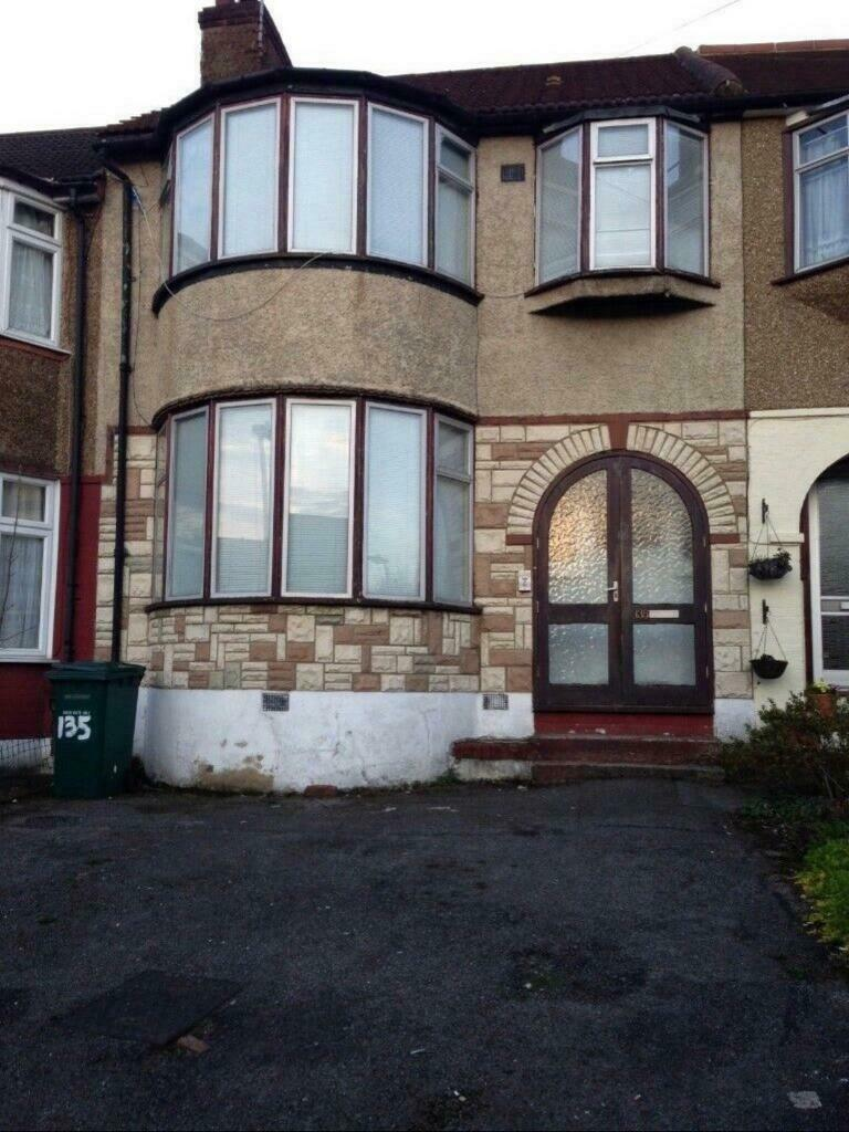 big 4 bedrooms family house for rent in london  hendon