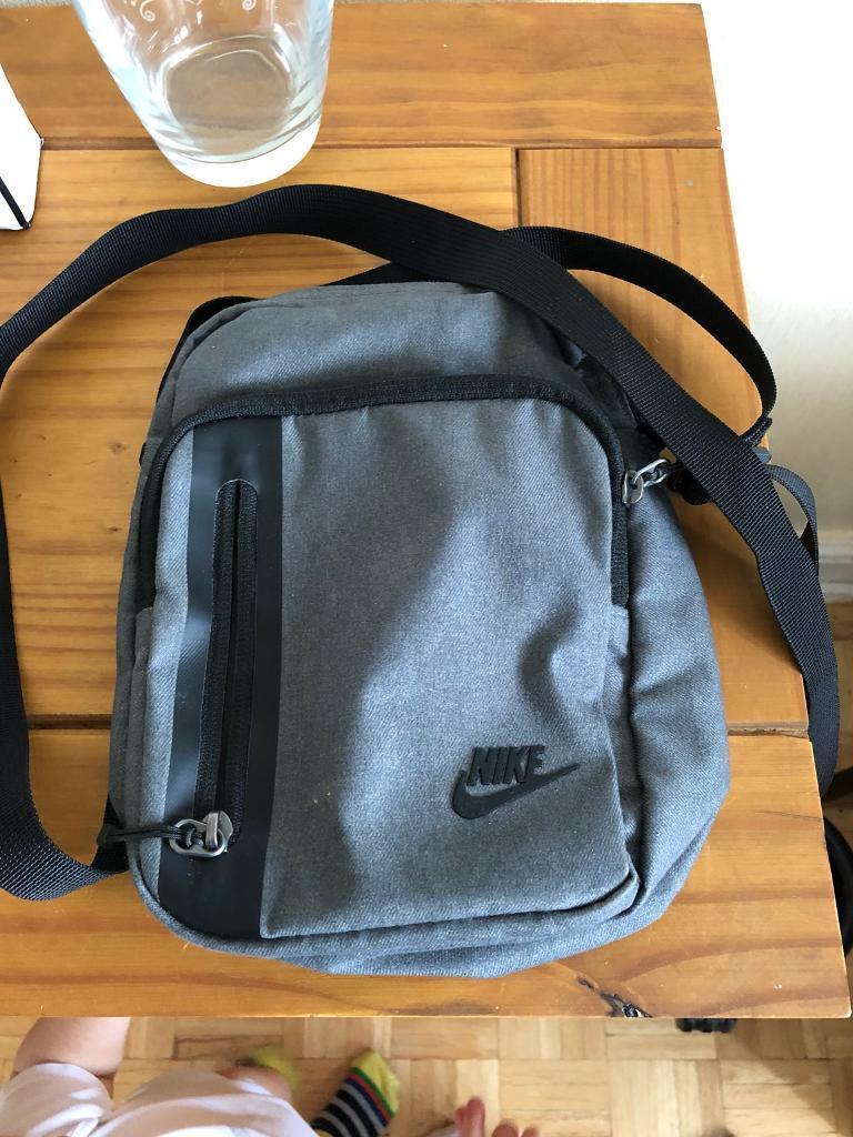 8b21338dc18e Nike Core Small Items 3.0 Bag