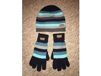 Woman hat and gloves set