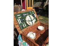 Wicker picnic basket (4 person)