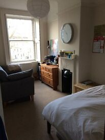 Double room in lovely central Bath flat