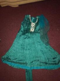 Beautiful Indian/Asian Suit/Outfit/Dress SIZE 34