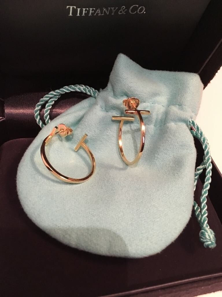 7b514dab412d3 18 k gold Tiffany T wire hoop earrings, barely used, less than 2 years and  still in its original box | in Corstorphine, Edinburgh | Gumtree