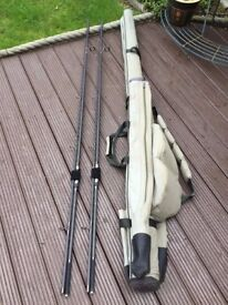 2X CARP FISHING RODS MAVER ABYSS 12ft 2.5lbTC + KORUM 2 ROD HARDCASE ROD HOLDALL