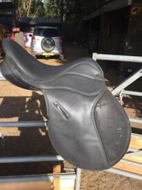 17inch seat narrow fit used synthetic griffin saddle