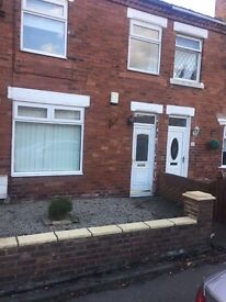 Fantastic 2 bedroom house to let. £100 PW. £200 bond. No agent Fees