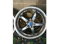 Vectra C 18in alloys wheels.