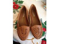 The shoe Taylor woven tan shoes - brand new - size 6