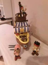 Jake the priate ship with accessories and figures