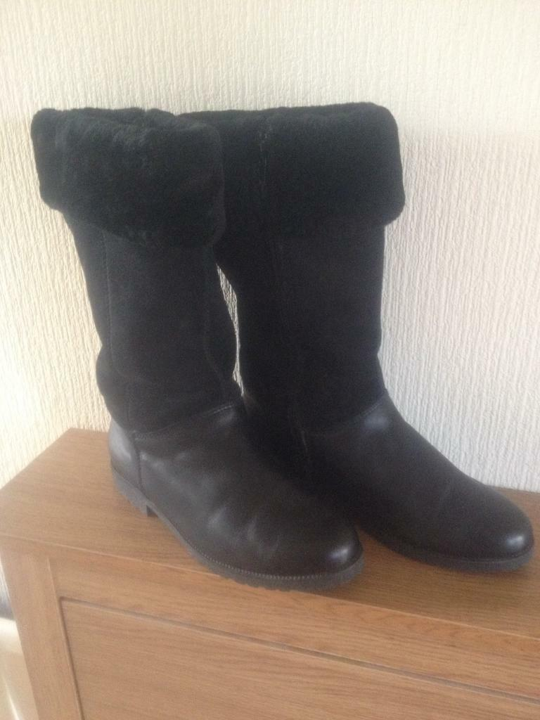 Ladies Black Boots size 6 . Padders.