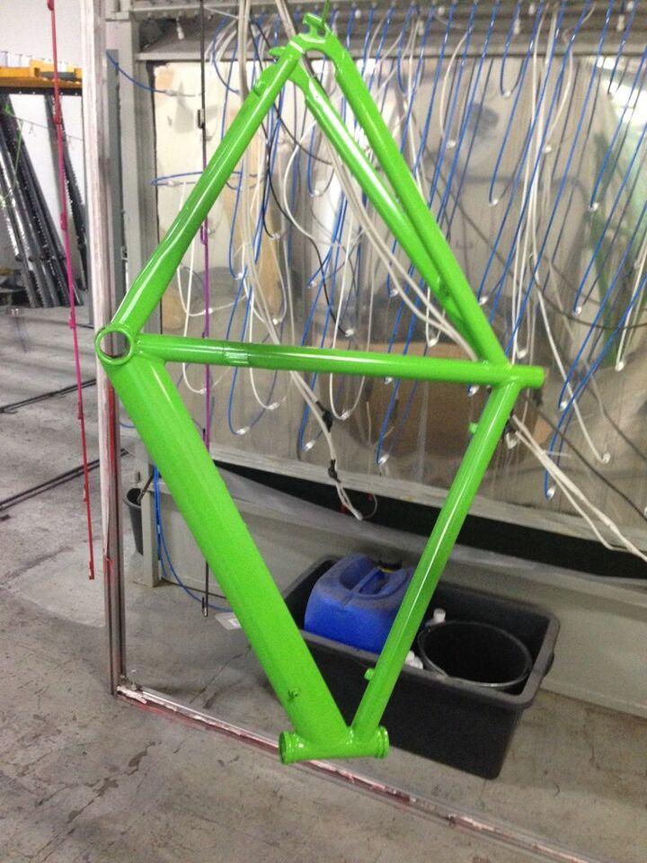 Motorrad Fahrrad Rahmen Teile Verkleidung pulverbeschichtung lack in Nordrhein-Westfalen - Hemer