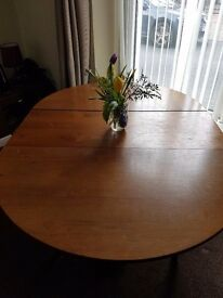 DINING TABLE . ROUND AND IS EXTENDABLE.