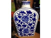 LARGE CHINESE HAND PAINTED BLUE AND WHITE TEA CADDY SHAPED VASE
