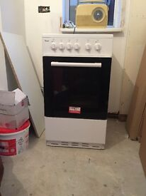 White Swan Free standing electric oven/cooker. 6 months old.
