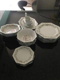 Eternal Bow dinner set and tea set