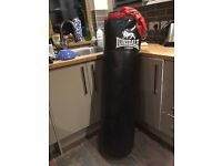 5ft New Londsdale Punchbag with stand