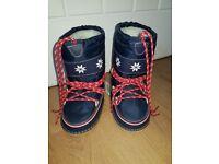 New kids Next snow boots size 10/12