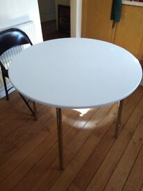 white round kitchen table, very good conditions