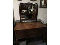 Fine Antique Mahogany Dressing Table with Mirror