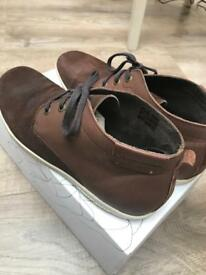 Base shoes size 10 brown