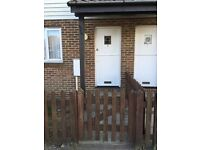 Charming 1 Bed Flat, close to village, 4 min walk to station, Spacious Lounge,Parking