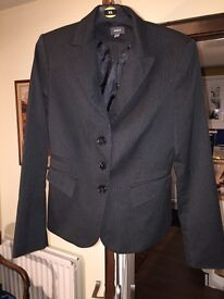 MEXX SUIT - FITTED STYLE ADDED STRETCH - POCKETS IN JACKET AND TROUSERS - EXCELLENT CONDITION