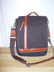 """'STM' LARGE 17"""" LAPTOP BAG - BROWN W/ CHOCOLATE BROWN TRIM - STRONG - USED"""