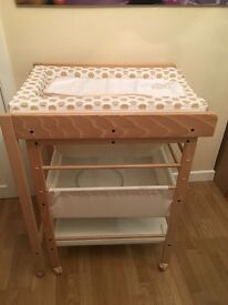 Baby changing station with bath. Excellent condition