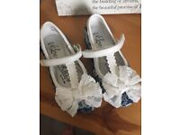 Girls size 7 blue and white shoes (new)