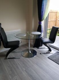 Dinning table + 2 chairs