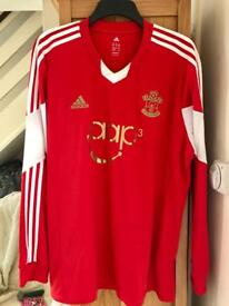 Southampton fc long sleeved football shirt