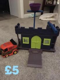 Scooby doo spooky house