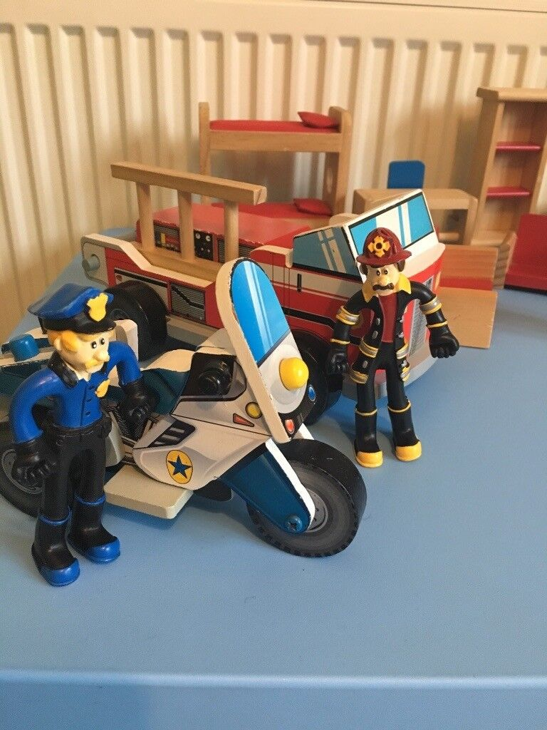 Wooden Police And Fire Station Kidkraft With Figures Vehicles And Furniture In Falkirk Gumtree
