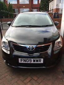 Toyota Avensis - 5 door (Excellent condition and very LOW mileage