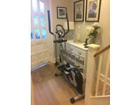 Cross trainer- programmable magnetic elliptical Immaculate condition
