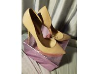 NUDE POINTED HEELS Size 4 Never Worn