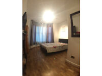 Large double room in a 3 bedflat West Kensington - ZONE 2