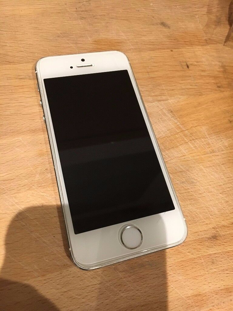 iPhone 5s, 16gb, White. Locked to the O2 network