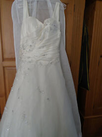 Beautiful ivory bridal gown by Mark Lesley
