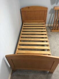 Baby toddler cot bed