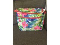 Family sized cool bag/picnic bag - in brand new condition