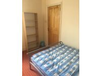 A Decent and Quiet Double Bedroom in Leyton