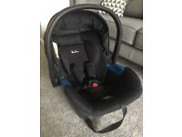 Silver Cross Simplicity Black car seat and silver cross simplifix car seat isofix base