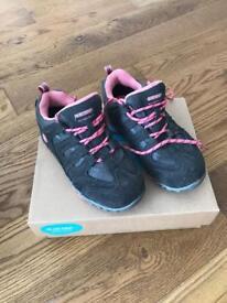 Children's walking shoes