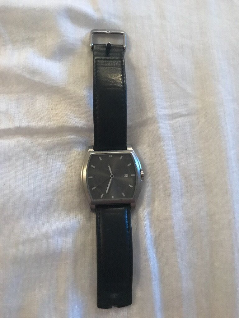Ben Sherman Mens Watch Large Analog Watch Face With Date Water Resistant Watchin Tewkesbury, GloucestershireGumtree - Brand Ben Sherman Watch Face Square Date & Time In Analog Water Resistant Genuine Leather Strap Broken Needs Replacing Stainless Steel Casing No Significant Marks Or Scratching Battery Needs Replacing Will post to desired location via tracked postal...