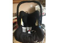 Britax Baby Safe Plus Car Seat. Complete with Isofix Base