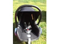 Maxi cosy car seat and isofix base